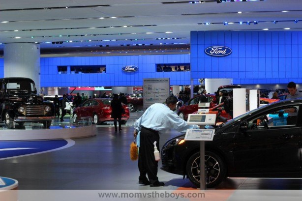 2013 ford naias display