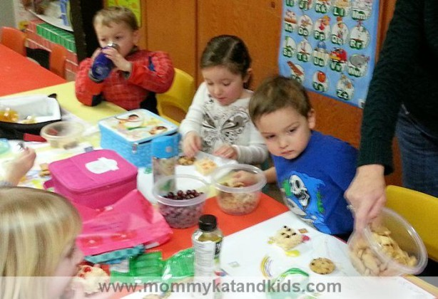 kids eating at lego duplo party