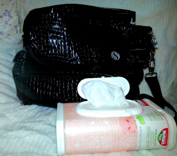 diaper bag huggies wipes