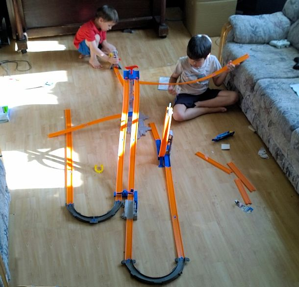 hot wheels track builder track