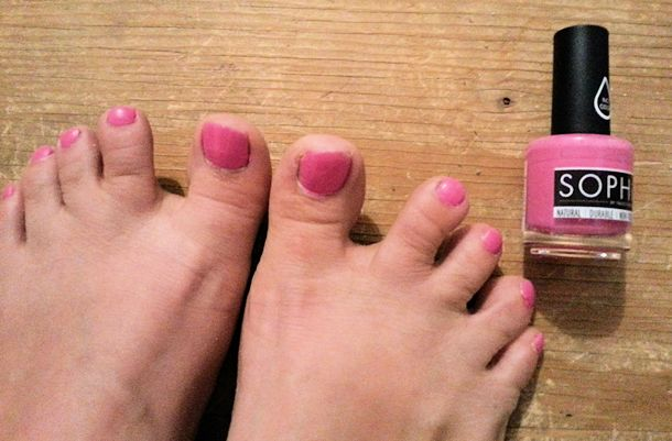sophi pink polish on toes