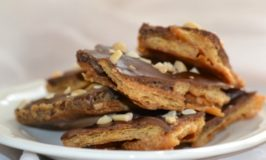 This Easy Peanut Butter Chocolate Cracker Brittle Recipe Will Be Your New Favourite Holiday Treat