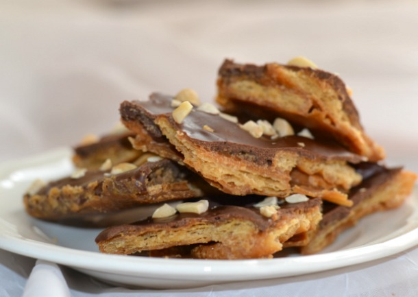 peanut butter chocolate cracker brittle