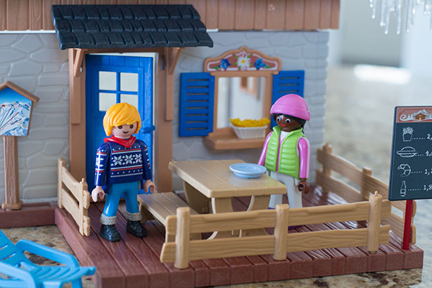 playmobil-ski-lodge-deck