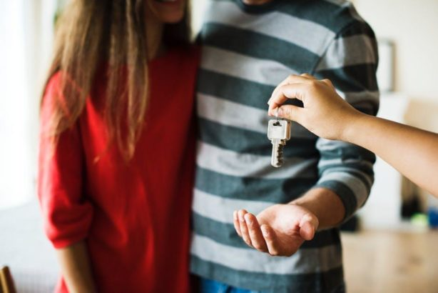 people receiving house keys
