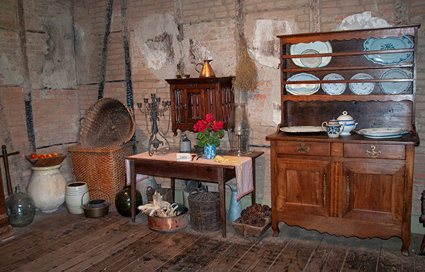 laura-plantation-kitchen-storage-room