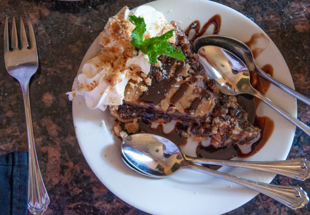 oak-alley-restaurant-chocolate-pecan-pie