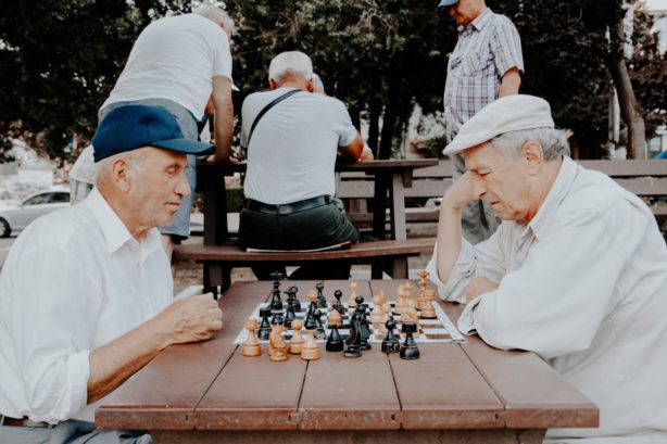 men-playing-chess