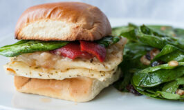 halloumi-pesto-burger-with-roasted-red-pepper